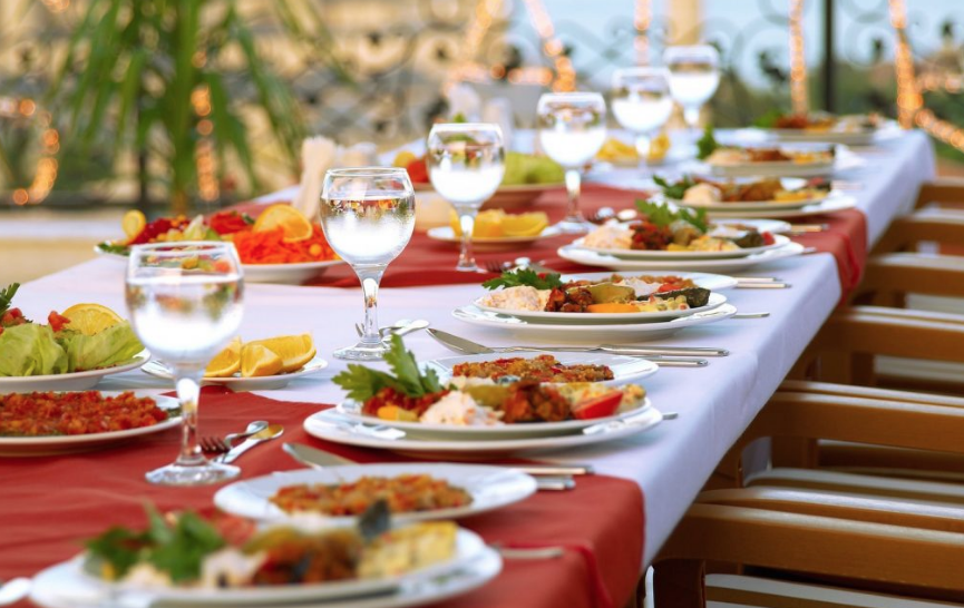 10 THINGS TO KEEP IN MIND WHEN HIRING A CATERER